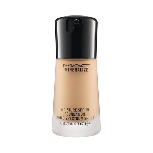 Mellanprodukten: MAC Cosmetics Mineralize Moisture SPF 15 Foundation