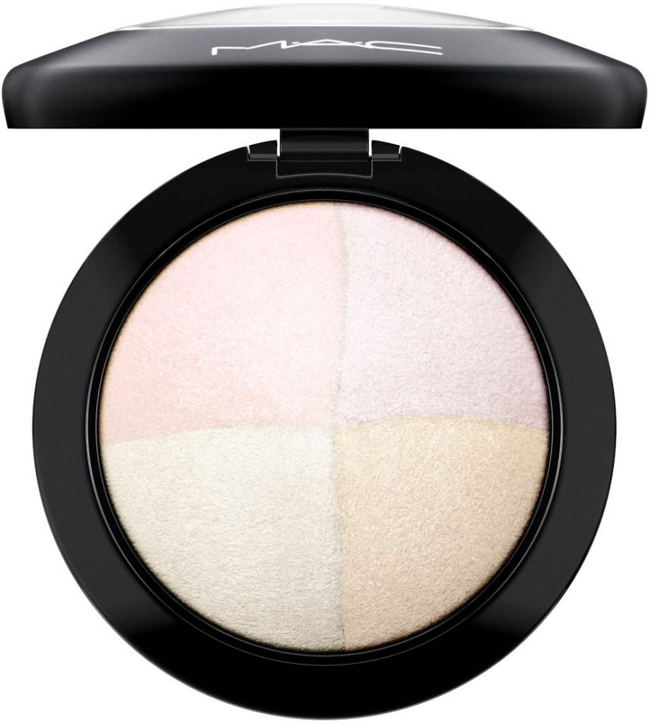 Mellanprodukten: MAC Cosmetics Mineralize Skinfinish Barely Dressed